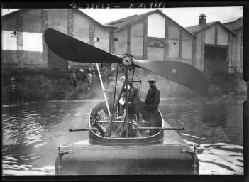 16-9-13, glisseur Blériot                       [le bateau lors de sa présentation à Argenteuil] :                       [photographie de presse] / [Agence Rol]